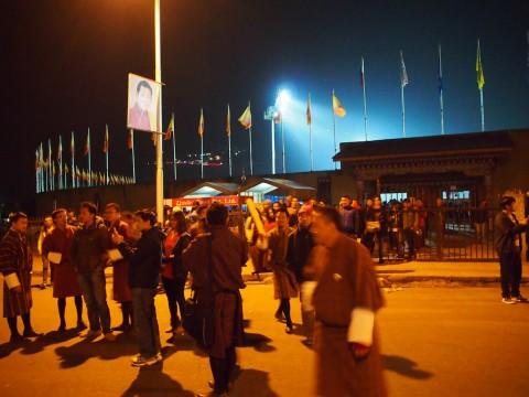 試合後のスタジアム前